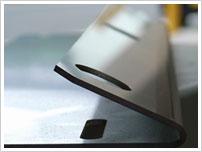 ステンレス2mmのレーザー切断&鋭角曲げ 看板の部品