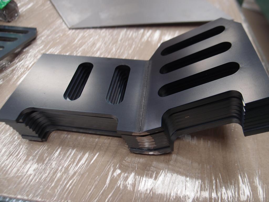 鉄6mmのレーザー切断・曲げ加工