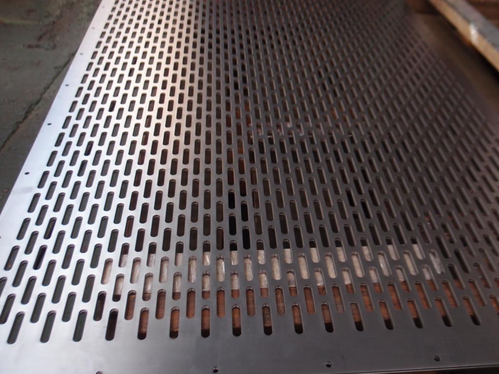 鉄板3.2mmの多孔レーザー切断加工